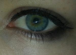 2 True Eye pen and MUA eye Palette